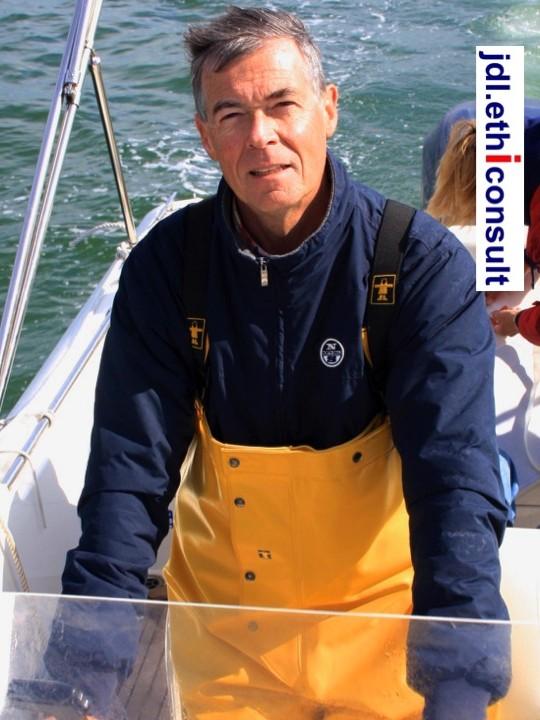 jean-daniel-laine-jdl-ethiconsult-naviguer-dans-les-eaux-saines-non-polluees-par-la-corruption-preventigation-pantalon-jaune-marin-jpg